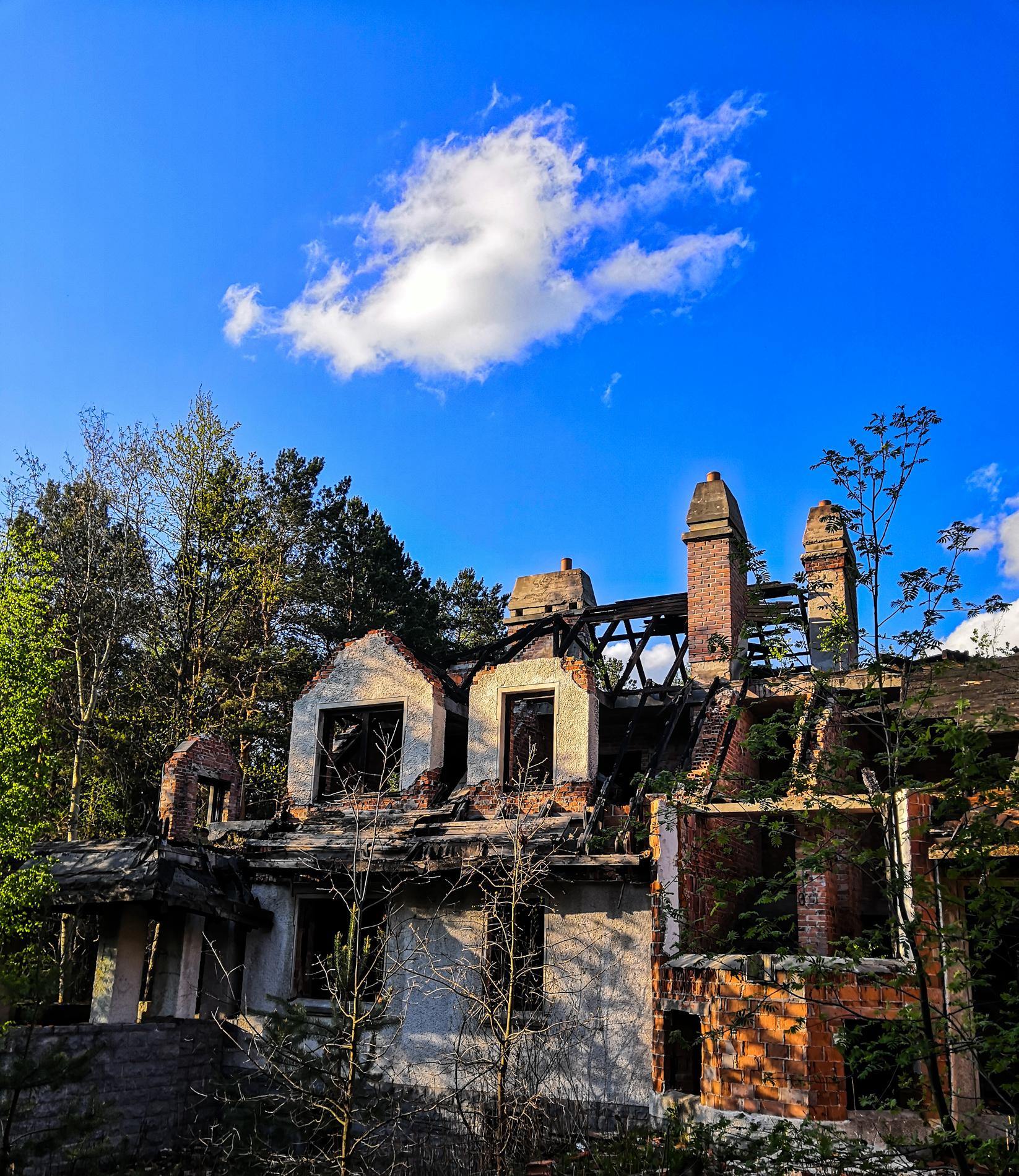 Abandoned Villa (Urbex)